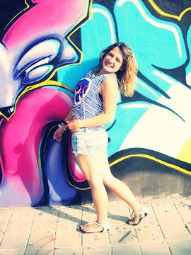 Voy a sonreír hasta que te entre en la cabeza que soy feliz, y mucho