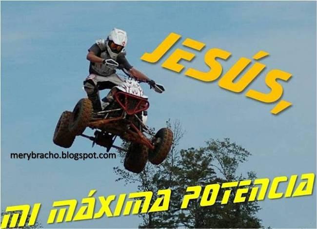 Postal Jesús, mi fuerza máxima. Postales cristianas juveniles para jóvenes, varones, adolescentes, niños, hombres, Imágenes de joven en motocicleta 4 ruedas, versículo bíblico, verso de la Biblia.