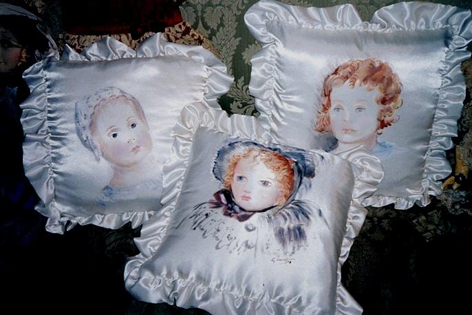 Il mondo artistico di grace cuscini in raso for Cuscini dipinti