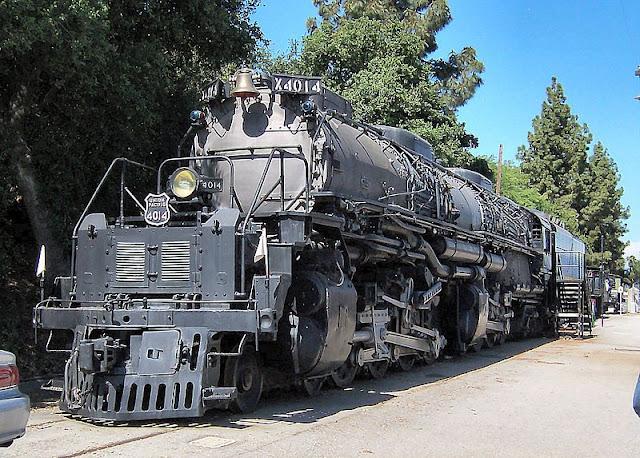 Gambar Kereta Api Lokomotif Uap BigBoy 4-8-8-4 4014