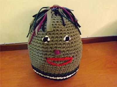 Puff de crochet hecho con trapillo