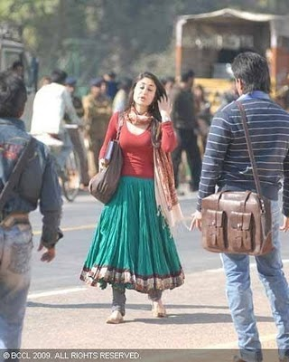 Grey Chiffon: kareena kapoor style in kurbaan