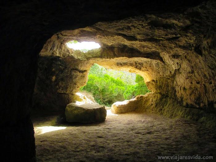 Cueva en la Necrópolis de Cala Morell