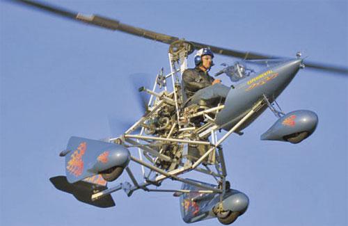 SUPER Sky Cycle ini bergerak dengan kelajuan maksimum 56 kilometer sejam di udara atau 105 kilometer sejam di jalan raya.