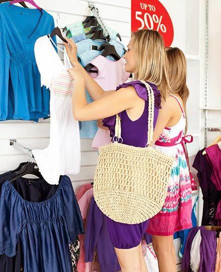 ما هو شكل المرأة المثالى الذى يفضله كل الرجال - نساء تتسوقن امرأة تتسوق تشترى ملابس - woman girl buy clothes shopping