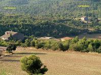 Les masies de Cal Martinet i Cal Tresserra des del límit sud dels Camps del Cal Griva