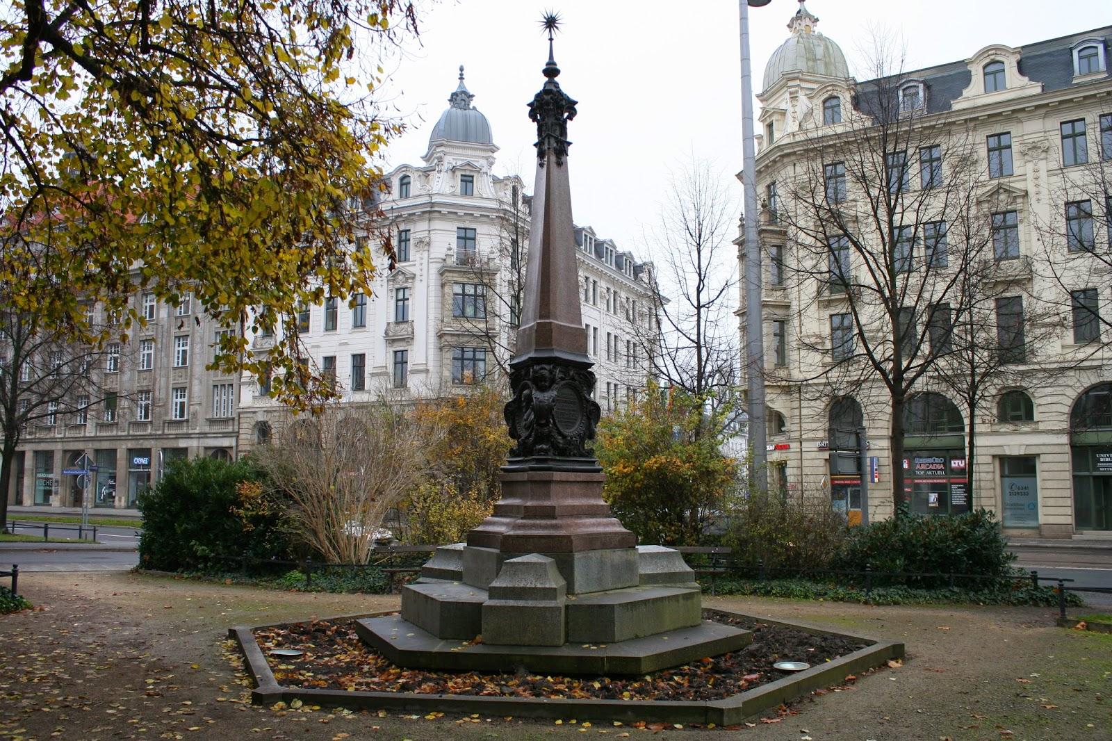 Das Plato-Dolz-Denkmal wurde 1894 zum 100-jährigen Bestehen der Ratsfreischule Leipzig zu Ehren der beiden ersten Direktoren Karl Gottlieb Plato und Johann Christian Dolz an der Ecke Martin-Luther-Ring/Dittrichring aufgestellt