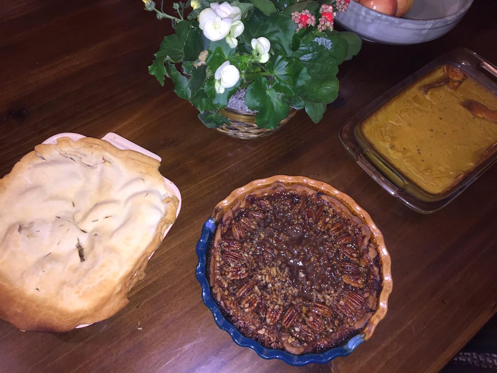 apple pie, pecan pie, pumpkin pie, vegan pie, thanksgiving