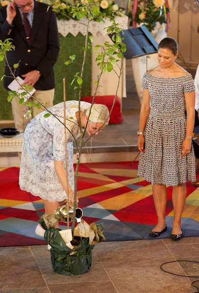 Princess Victoria and Princess Mette-Marit arrive to the church service in Strömstad.