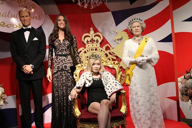 Madame Tussauds Bangkok Queen Elizabeth
