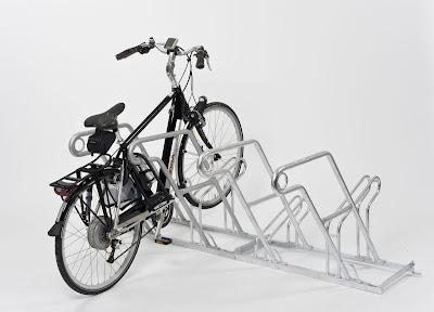 Modellreihe 2600 mit Anlehnbügel - optimierter Diebstahlschutz mittels Anlehnbügel und Anschluss direkt am Fahrradrahmen