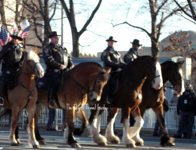 "<img src=""image.gif"" alt=""This is US Park Police on Horseback"" />"