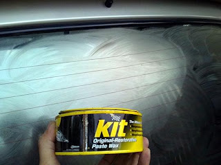 balurkan kaca menggunakan KIT penghilang scratch secara merata lalu ...