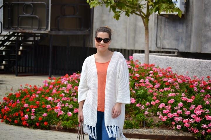 look_outfit_kimono_flecos_sandalias_plateadas_lolalolailo_04