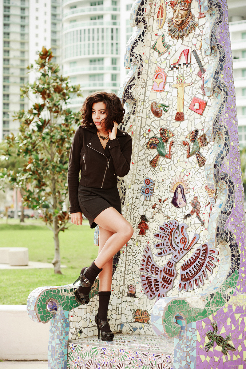 Fashion Blogger Anais Alexandre of Down to Stars at a photoshoot with fashion and lifestyle photographer Danny Delgado at Margaret Pace Park in a Forever 21 jacket and high waist shorts
