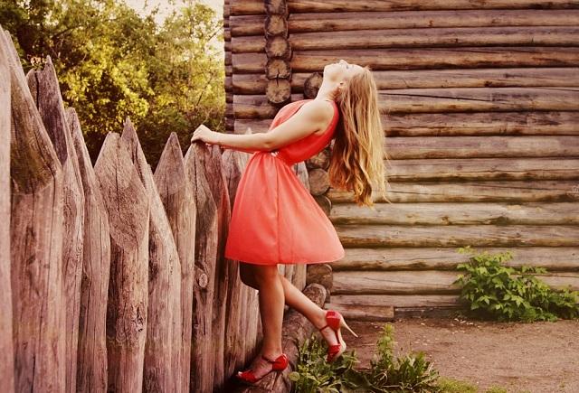 Rahasia Tips Kombinasi Warna Merah Untuk Baju Kamu !