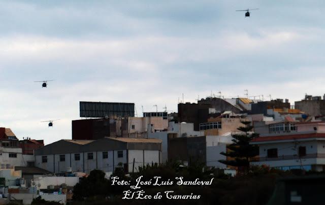 Helicópteros militares del Ejercito del Aire sobrevolando Gran Canaria
