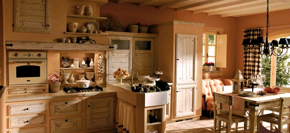 La parete color Oak Buff valorizza la cucina in stile shabby
