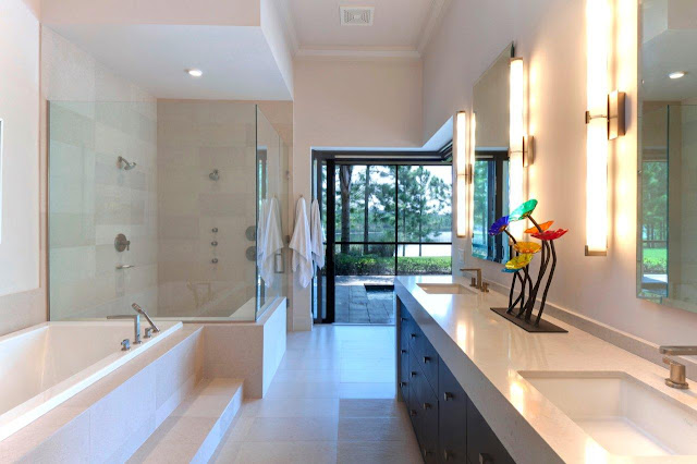 Picture of light bright modern bathroom