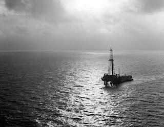 بدايه اكتشافات البترول في الجزيره العربيه 1951.jpg