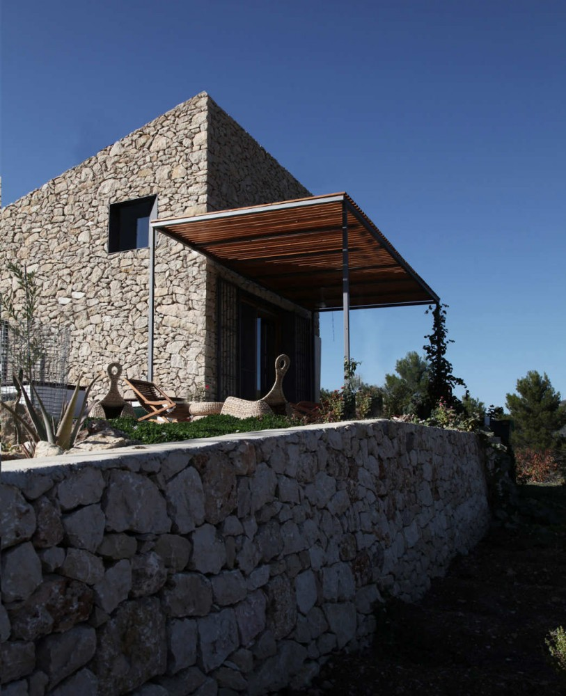 Beautiful houses small simple stone house spain for Minimalist house spain