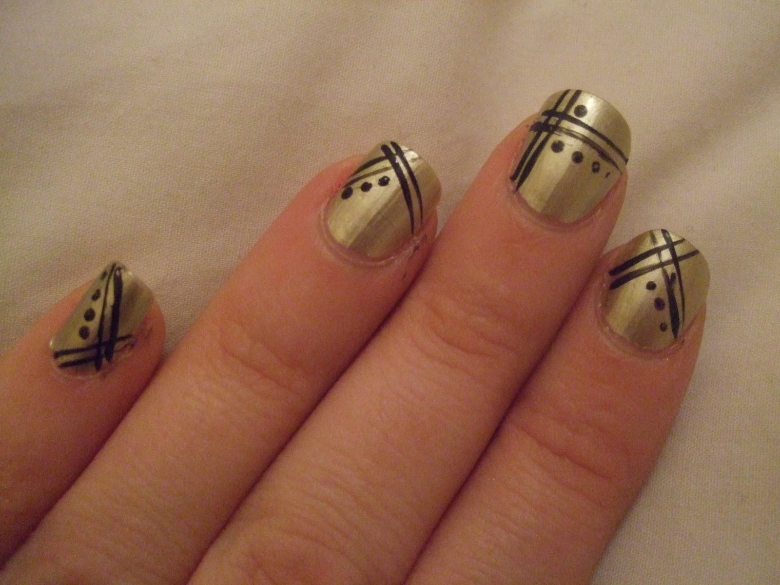 oooooh pretty: gold art deco nails