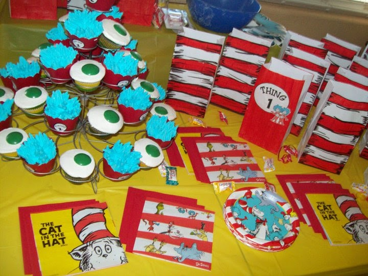 Cat In The Hat Cake Pops. cat in hat cake decorations.