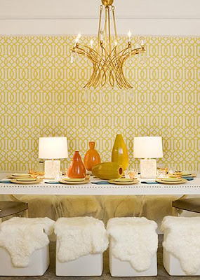 Goldene Tapete mit Muster
