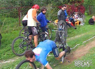 funniest pictures of mountainbiking accident