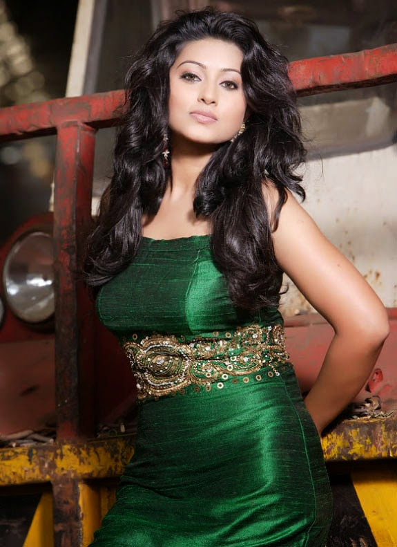 Tamil Actress Sneha Gallery stills HD images , photos and wallpapers