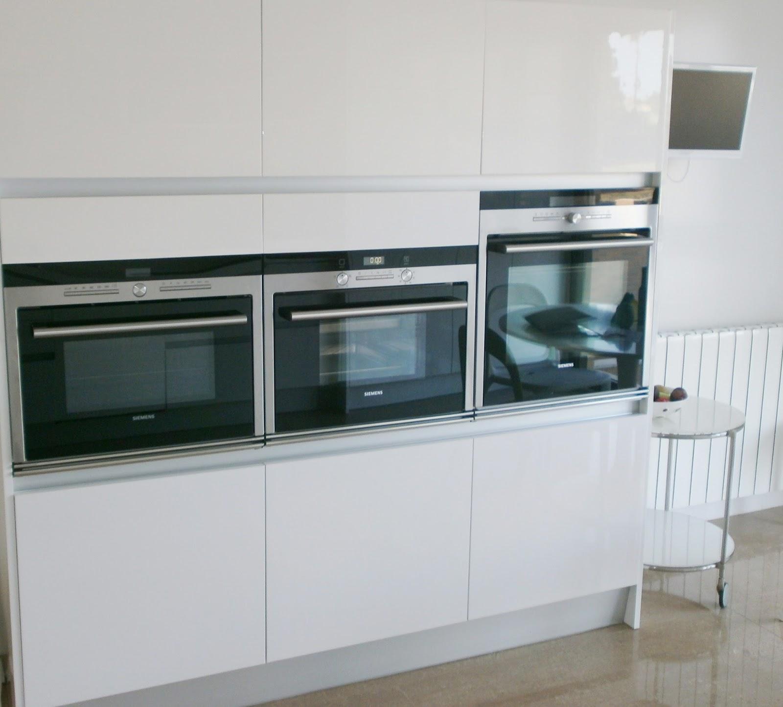 El blanco en la cocina una apuesta segura cocinas con for Cocina blanca electrodomesticos blancos