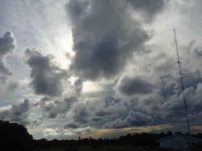 Menara Dalam Naungan awan