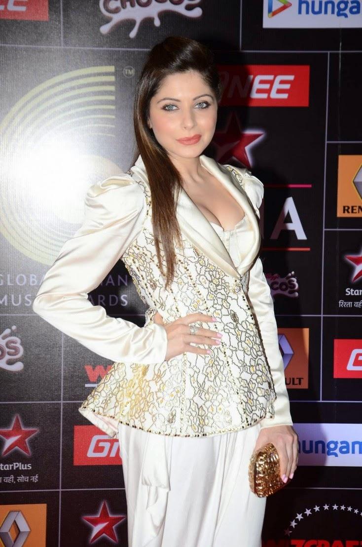 Kanika Kapoor Stills in White Dress at 5th Annual GiMA ...