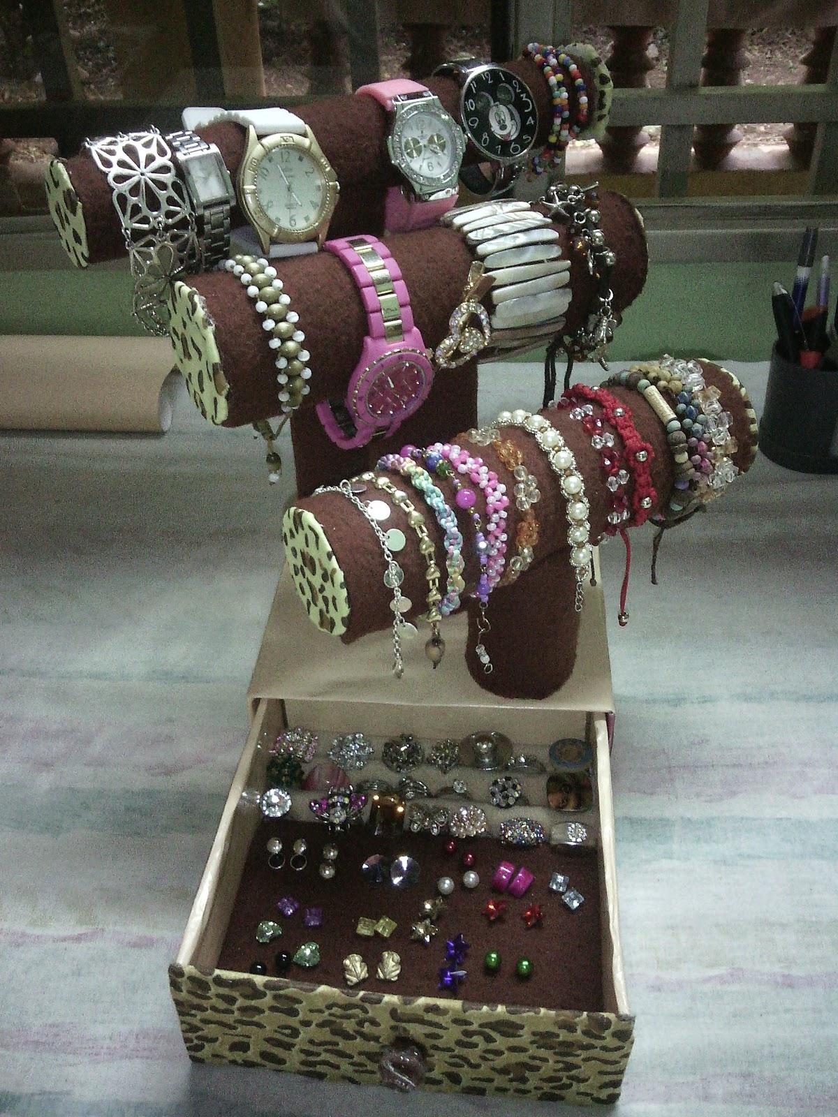 Organizador de pulseras. Gaveta para anillos y aretes