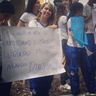 Estudantes da escola de refência em Panelas protestam por melhorias