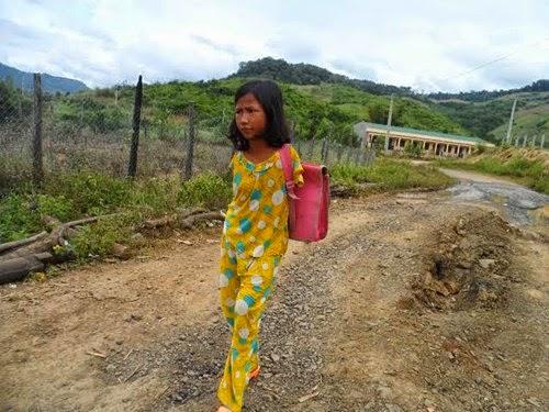 """Gia Lai: Ước mơ trở thành cô giáo của cô học trò từng bị xem là """"ma cụt tay"""""""