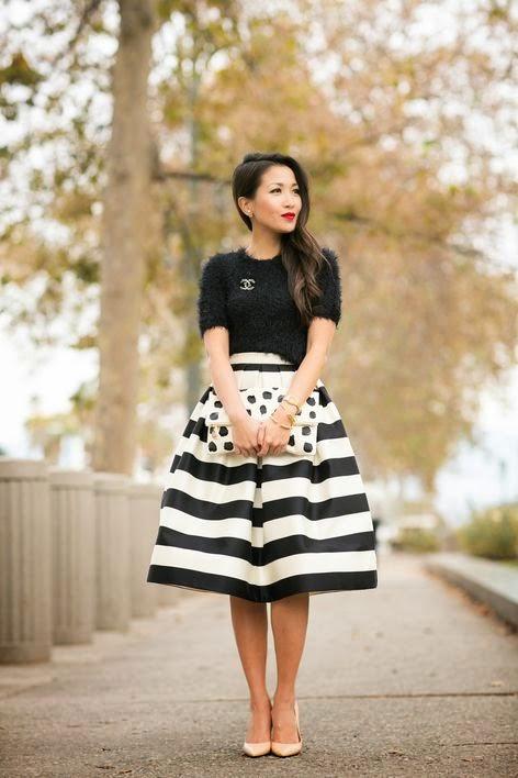 Clutch poá, com saia midi listrada, moda feminina, roupas da moda