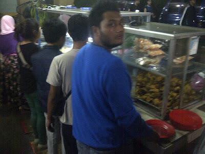 IMG 20120517 00108 Bandung, Suasana malam yang penuh gairah dan Surga para pencinta belanja
