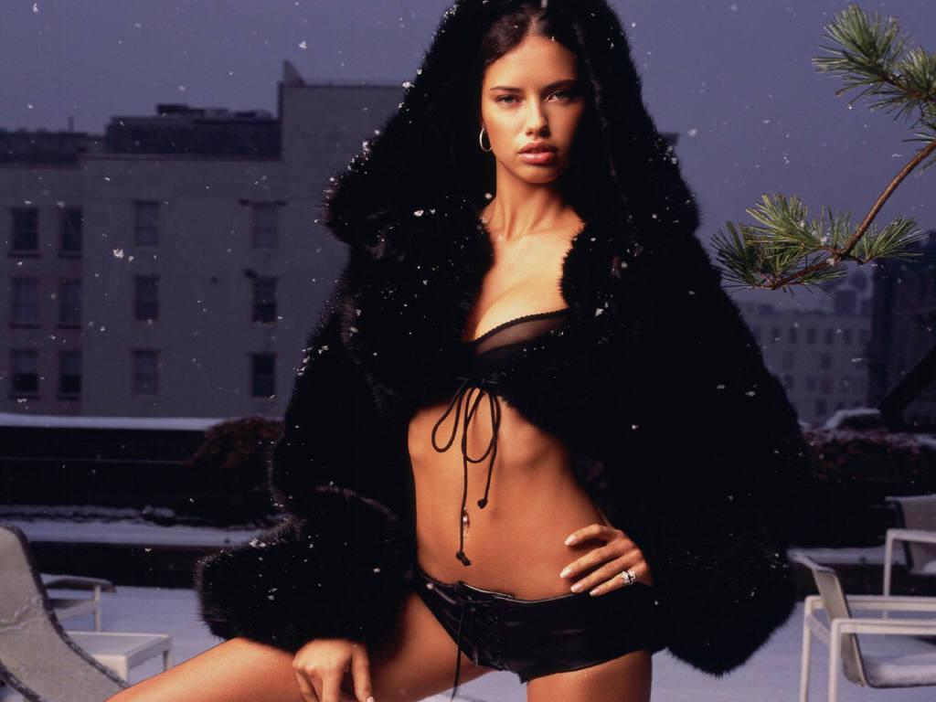 http://3.bp.blogspot.com/-UJJeYRyD3gE/Thwymv8CxcI/AAAAAAAAABE/2p-_RpYQnP0/s1600/Adriana-Lima-2.JPG