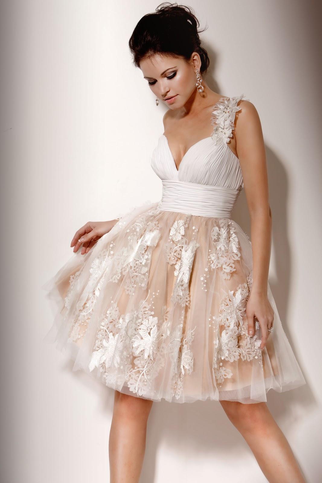 Платья с пышной юбкой прическа