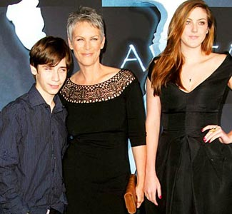 Famous adoptions pix n pix for Is jamie lee curtis married to christopher guest