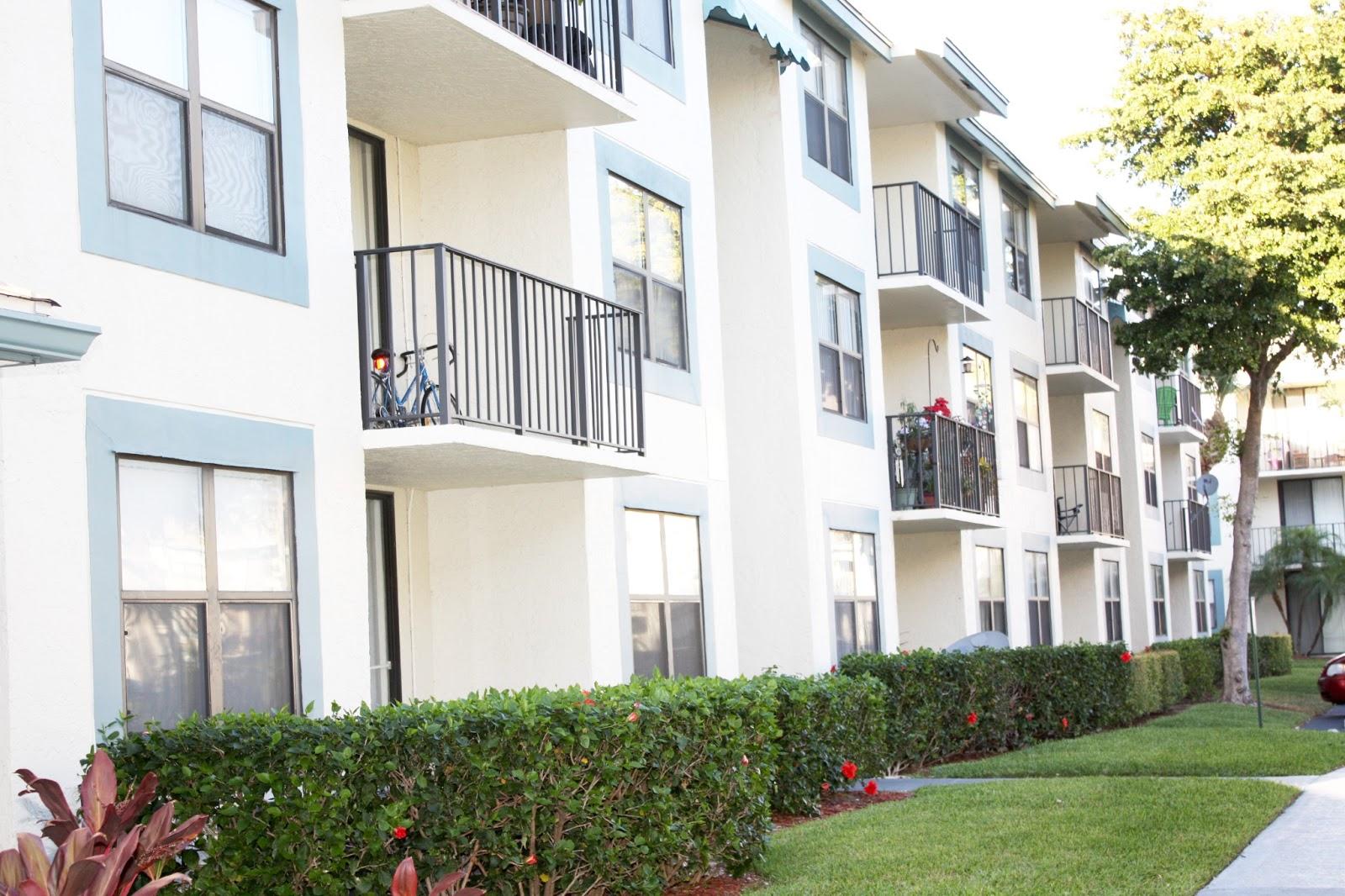 Bella Lago Vista: West Palm Beach Apartments & Condos For ...