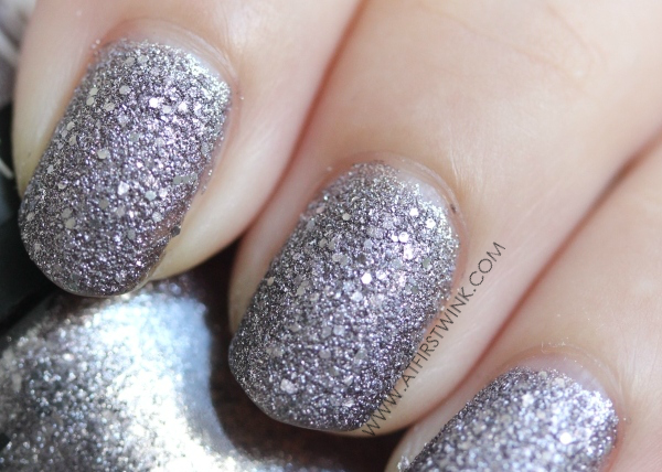 purple shimmers in the Gosh nail lacquer 03 - Frosted purple