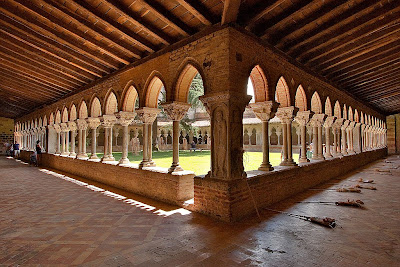 Os mosteiros funcionavam também como hotéis e refúgios gratuitos
