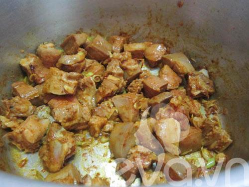 Lưỡi heo nấu cà ri đầy hấp dẫn