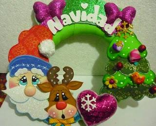 http://goma-eva.com/hermosa-corona-de-navidad-moldes/
