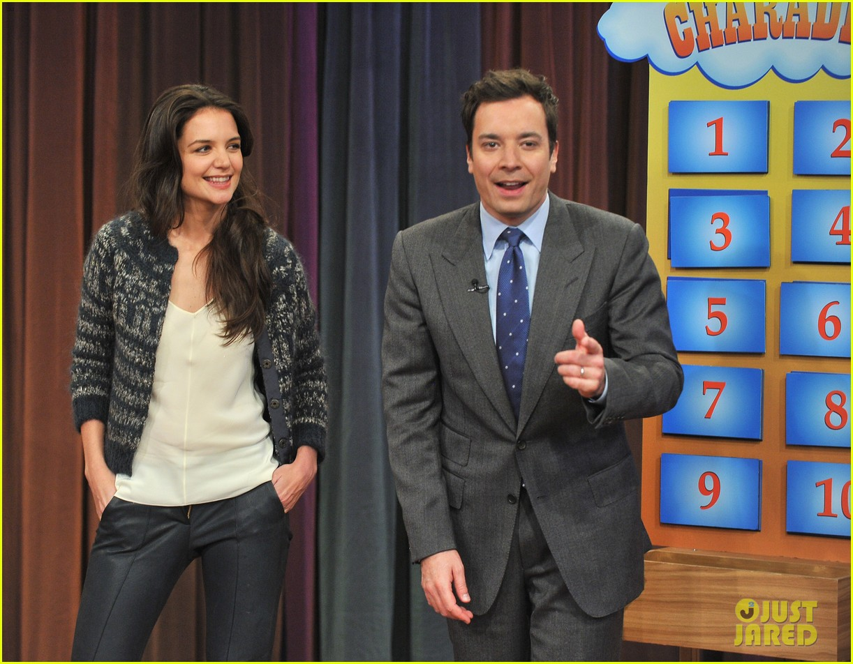 http://3.bp.blogspot.com/-UKS-8t9wO9s/UKupmtRxTLI/AAAAAAAA8mA/HPQEpurp1FY/s1600/katie-holmes-plays-charades-on-late-night-with-jimmy-fallon-04.jpg