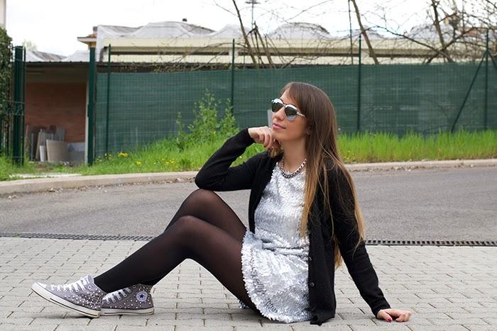 abito + sneakers