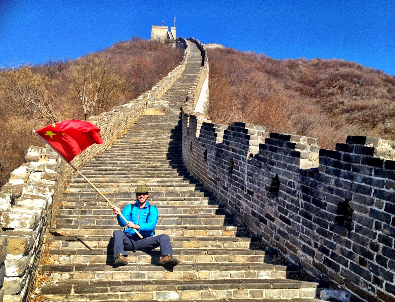 Simon waving a Chinese flag on the Great Wall