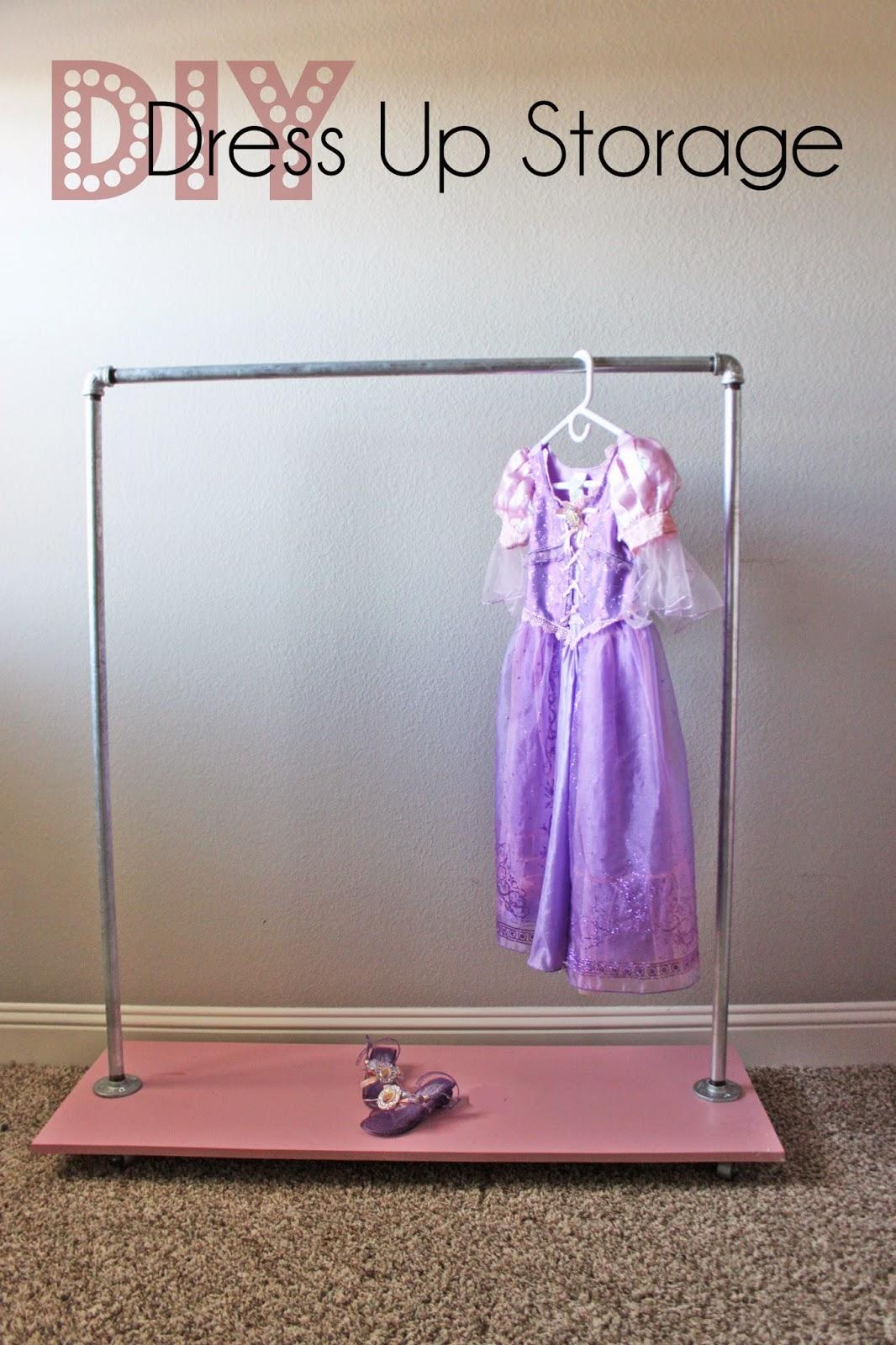 http://3.bp.blogspot.com/-UKhwKpqvOIw/VK7mCgUbBuI/AAAAAAAAGFI/GKpklWNq7_Q/s1600/dress%2Bup%2Bstorage%2Bcover.jpg